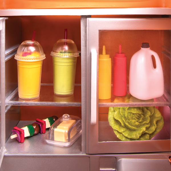 BD37475_Grill_to_Go_Food_Truck-inside-fridge-food-accessories